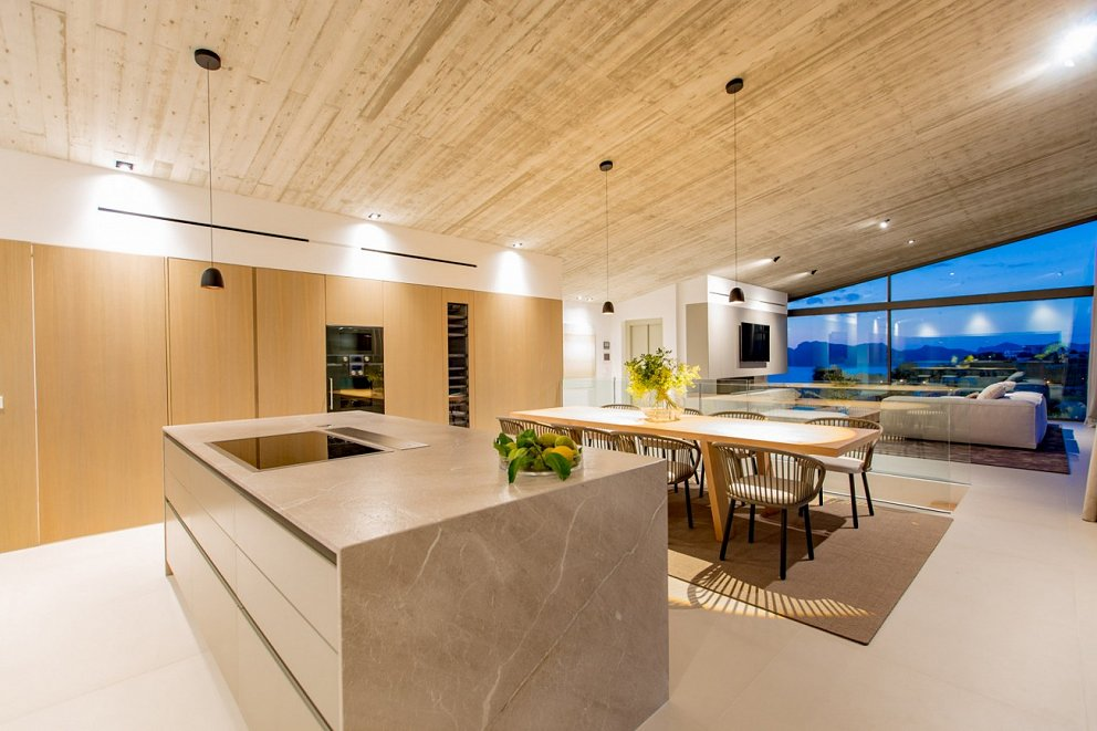 Kitchen and Dinning with sea views