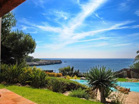 769301 Spectacular Villa on first line in one of the most exclusive areas of Cala d'Or