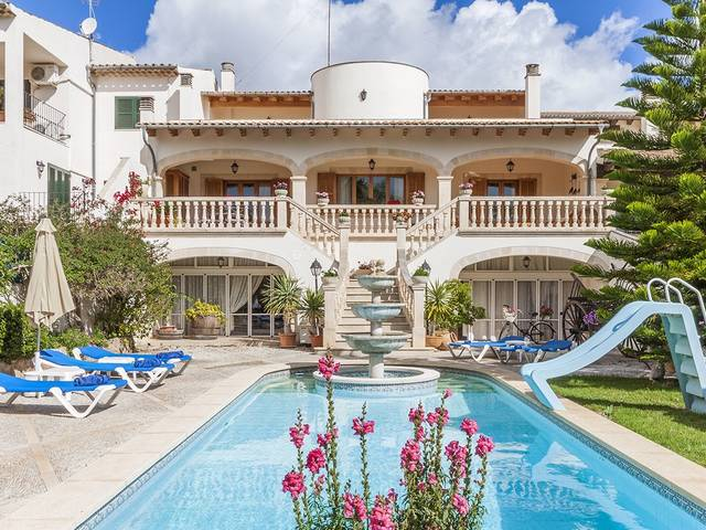 Excellent town house with guest accommodation, garden and pool in Alaró
