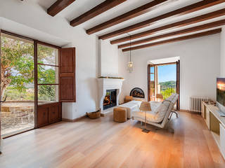 Elevated 18th century home on a huge plot in the Alaró countryside