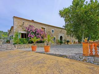 Mansion for sale in Alaró - from the 15th century in an enchanting landscape with paddle court, cinema room, wine cellar