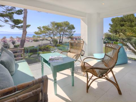 ALC11250PB Luxury seafront apartment with garden and direct access to the gorgeous beach in Puerto Alcúdia