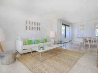 Luxury seafront apartment with garden and direct access to the gorgeous beach in Puerto Alcúdia
