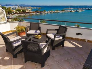 Frontline penthouse with terrace overlooking the marina and the bay in Puerto Alcudia