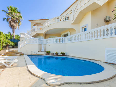 ALC40159AUC4RM Lovely villa with sea views and rental license for sale in Alcanada