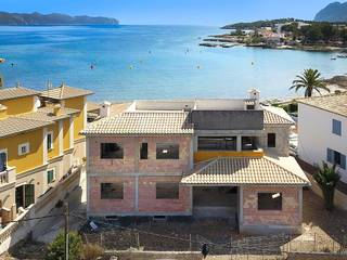 Exciting frontline villa project with holiday rental license and pool in Alcudia