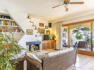 Semi-detached house with distant sea views in a quiet area near the sea and golf in Alcanada