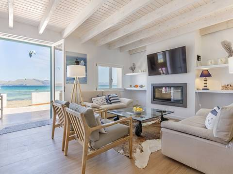 ALC40464 Frontline five bedroom villa with direct beach access in Alcúdia