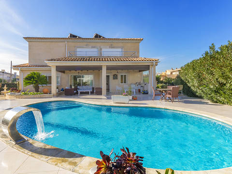 ALC40581 Amazing 3 bedroom villa in walking distance from the beach in Alcudia