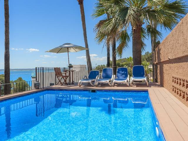 Captivating villa with pool and sea views near the famous Golf Course in Alcanada