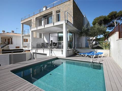 ALC4904PTP4 Modern villa with pool only 50 meters from Alcudia's most beautiful beach area