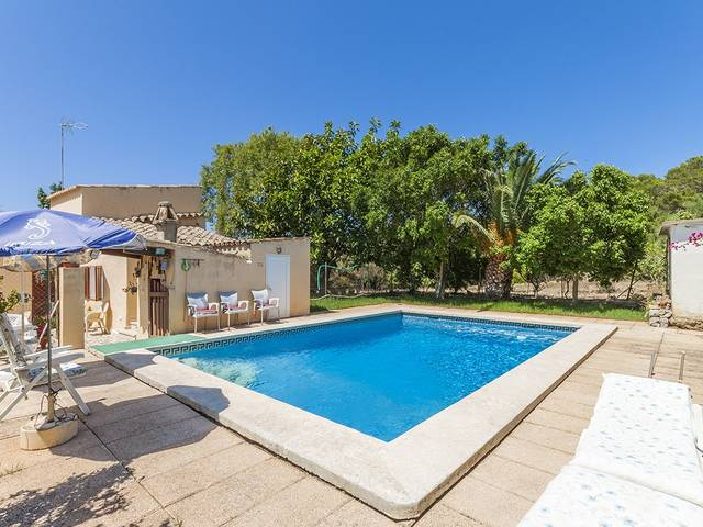 3 bedroom country house to renovate with private pool in a peaceful environment near Alcúdia