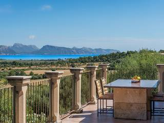 Impressive country property enjoying panoramic views over Alcúdia bay and the mountains