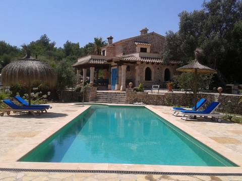 ALC5782POL5 Exceptional country home for sale in Alcudia with sea views