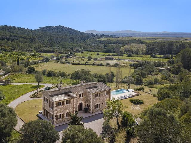 Lovely stone finca for sale with impressive outdoor area in Son Fé