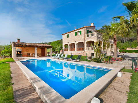 ALC5960 Stately, stone clad country house for sale only 5kms away from Alcúdia town