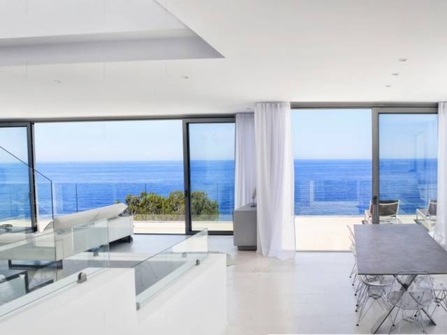 Top quality frontline villa with breathtaking views for sale in Canyamel