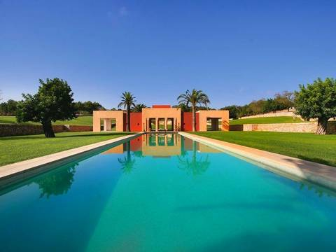 ART5536 Mallorca North East: Unique grand property for sale in Mallorca with 24.5 ha and Tennis Court