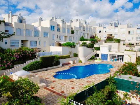 BCT-SWOPAL2011 Duplex for sale in residential community with pool in the center of Palma