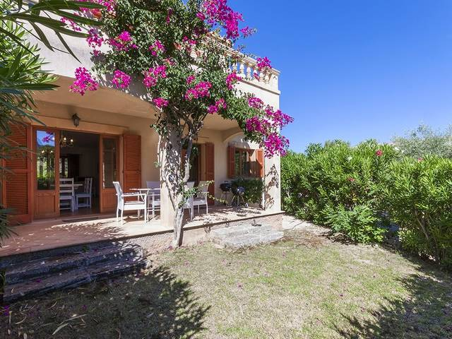 Superb villa with sea views and holiday rental license in a small complex in Betlem