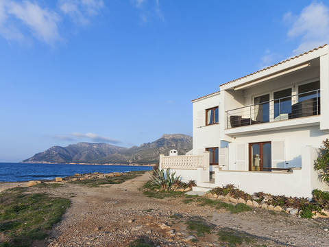 BET40137 Superb house for sale in Betlem with direct sea access