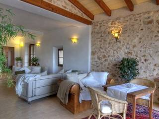 Renovated country house with stables in a quiet area of Cas Concos, near Felanitx