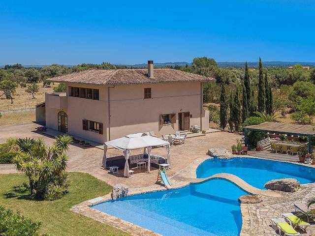 Villa with unique pool and stunning countryside views in Binissalem