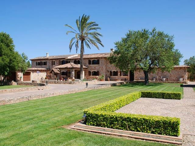 Impressive country estate for sale with great outdoor space in Binissalem