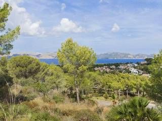Plots with permits and sea views for sale in an exclusive area in the north of Mallorca