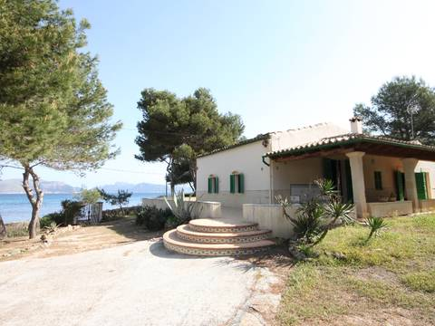 BON40014 Unique frontline villa with direct access to the sea! Mallorca North