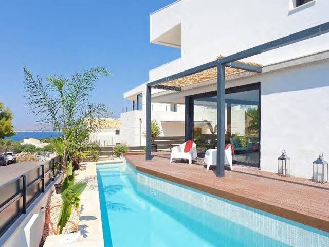 Villa with sea views, recently constructed in a sought-after residential area near Alcúdia