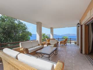Well maintained sea view villa set within private mature gardens in privileged Bonaire