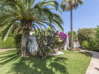 Sea view villa with lovely garden and pool, recently renovated, situated in exclusive Bon Aire