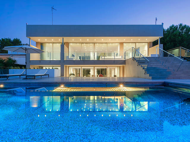 Modern luxury seafront villa with views across the marina in Bonaire, Alcudia