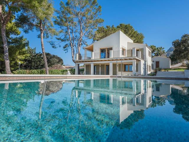 Outstanding luxury villa, recently renovated to highest standards in a top location of Bon Aire