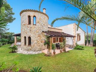 Villa with feature tower, rental license and pretty garden in tranquil Bon Aire, near Alcúdia