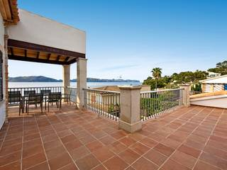 Mallorcan villa with holiday rental license just a stone's throw away from the sea in Bon Aire