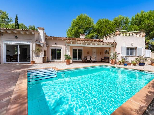 Charming Mediterranean villa just a few metres from the sea in Bon Aire, Alcudia