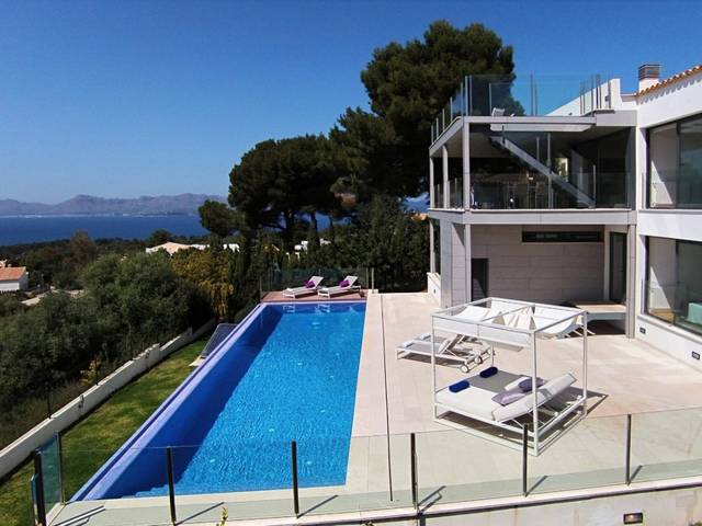 Contemporary villa with rental license and amazing views to Pollença bay in Bon Aire