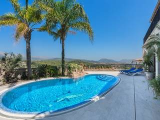 Fantastic luxury house with two swimming pools, gym and open views in Bùger