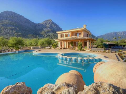 BUN5945 Beautiful villa with pool, garden and a lot of privacy few minutes away from Palma