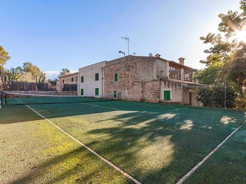 CAB5667ETV Traditional country property with panoramic views over to Palma bay, 5 minute drive to the centre
