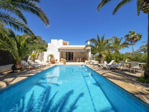 CAD40436A Delightful four bedroom villa with pool and sea views in Cala d'Or