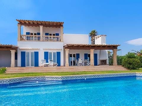 CAD40442 Beautiful villa on the seafront in the stunning bay Cala Serena near Cala d''Or
