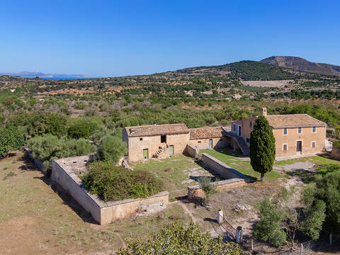 CAD52576 Large country property with great potential in Sant Llorenc des Cardassar