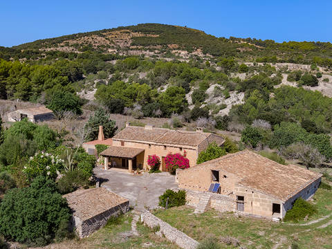 CAD52581 Authentic mallorcan property with lots of potential and over 50 hectares of land
