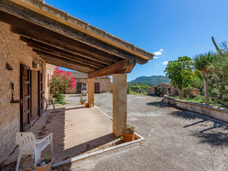 Authentic mallorcan property with lots of potential and over 50 hectares of land