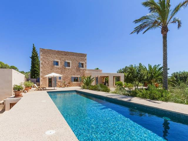 Spectacular stone finca for sale in Campos close to various beautiful beaches