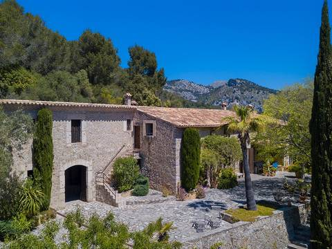 CAI50099 Impressive and historic country house in the mountains near the hamlet Caimari