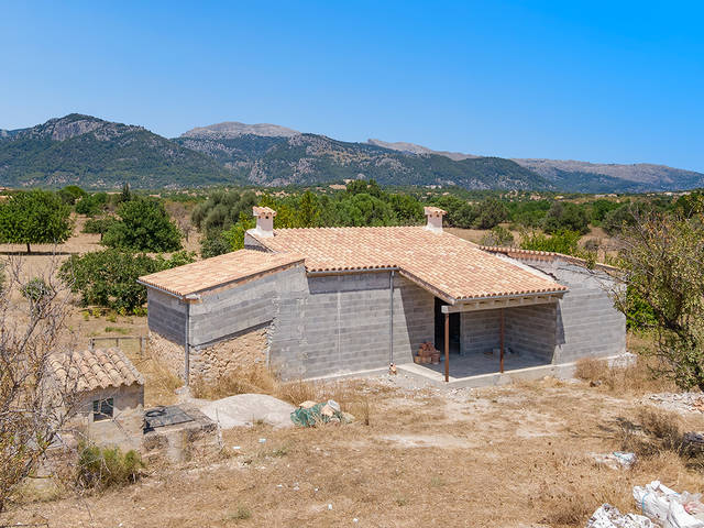 Rustic plot with existing structure for sale in the Campanet countryside